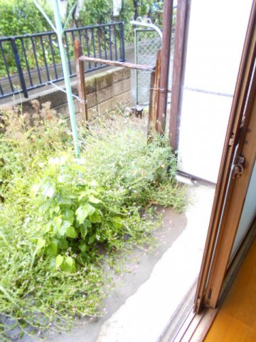 アローハウス 102号室の庭