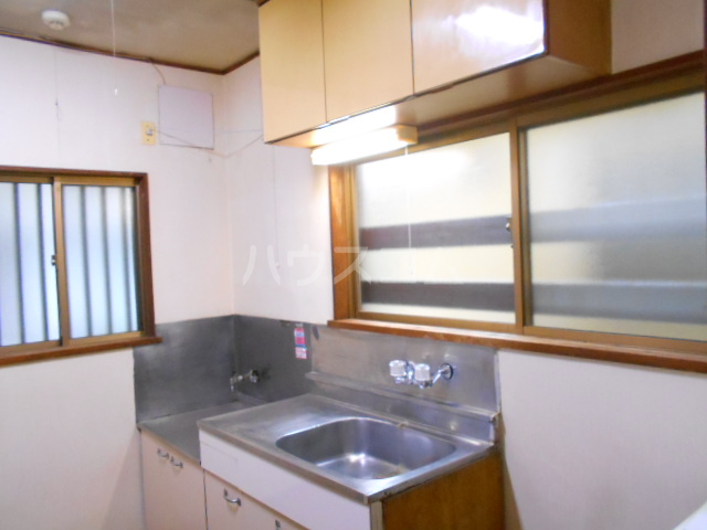 アローハウス 102号室のキッチン