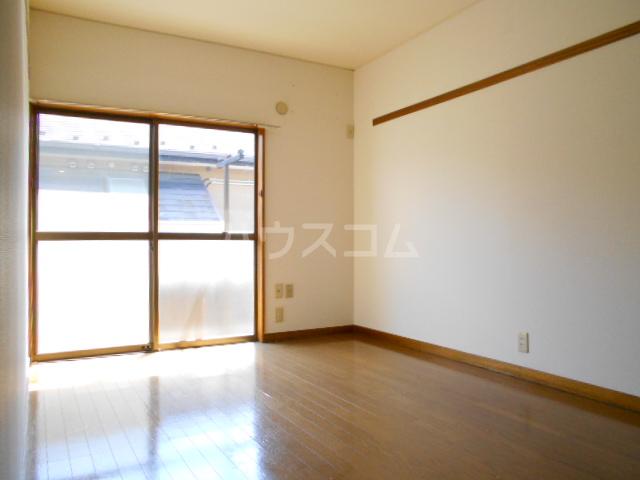 松村ハイツ 201号室のリビング