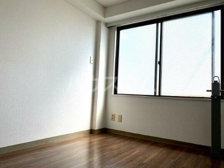 府中グランセ 403号室のリビング