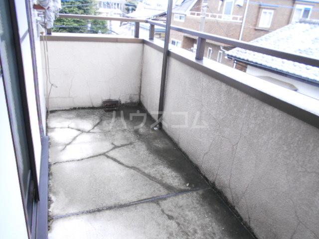 川口コーポ 301号室のバルコニー