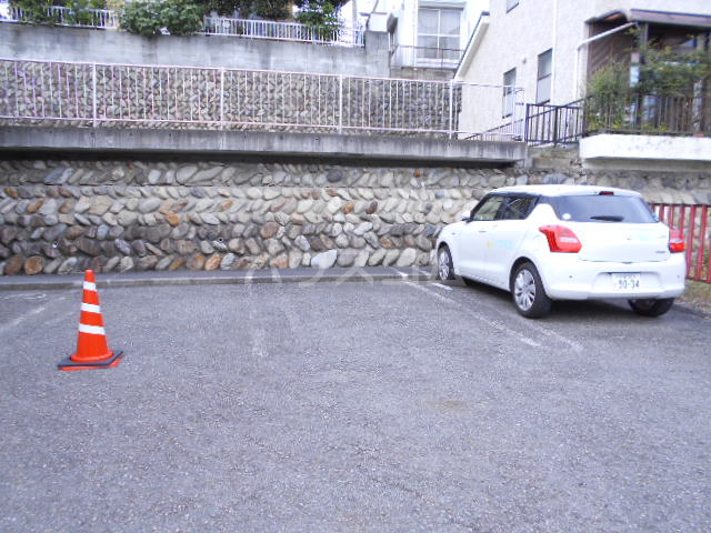 コーポ敬和 201号室の駐車場