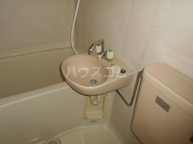 第5野本ビル 201号室の洗面所