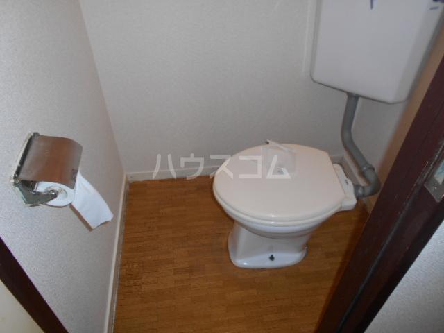 岸アパート 102号室のトイレ
