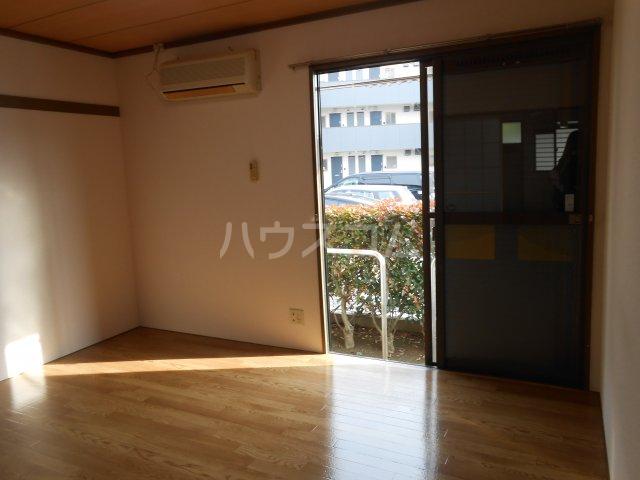 カネヨシハイツ 2-F号室のリビング