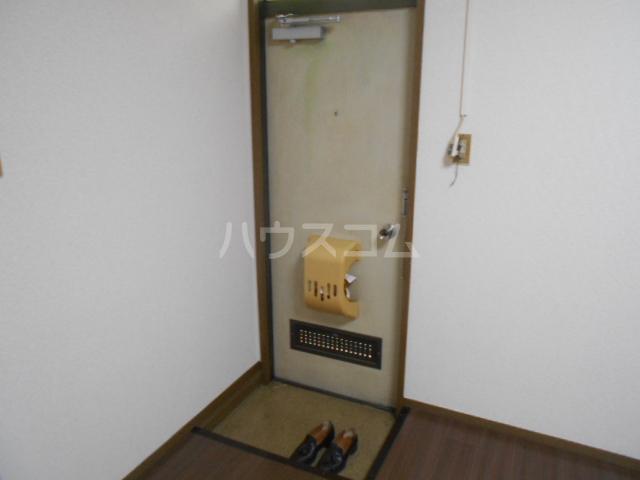 弥生ハイツ 201号室の玄関