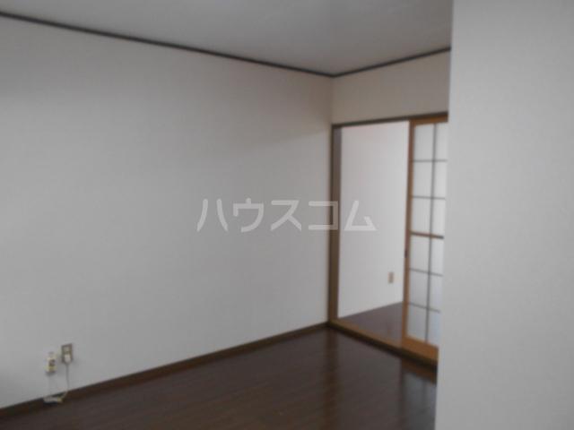 弥生ハイツ 201号室のリビング