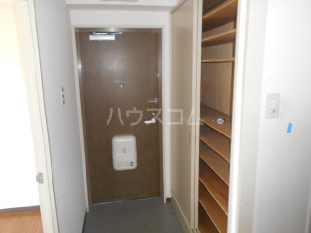 ベル・ハイゴー 301号室の玄関