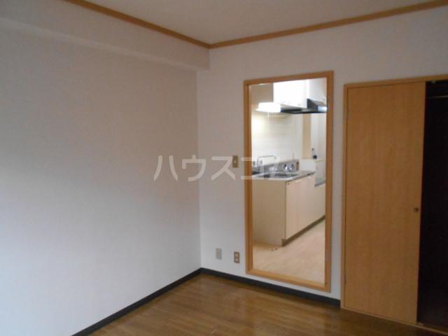 グリーンハイム片岡 205号室のリビング