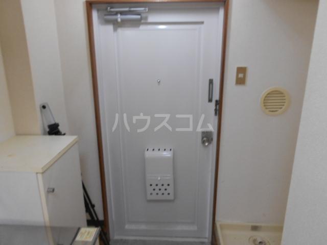 グリーンハイム片岡 206号室の玄関
