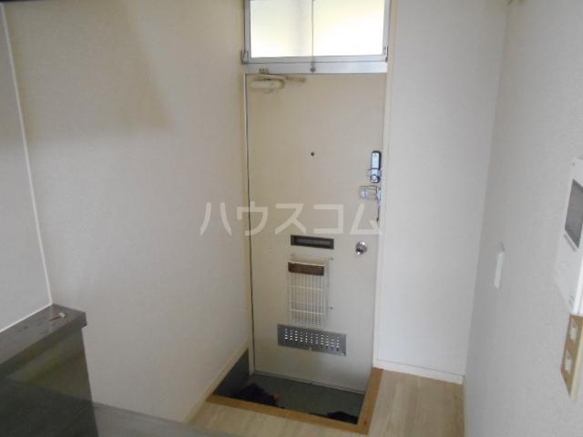 プリオル実方 202号室の玄関