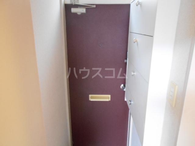 エスポワール鈴金 203号室の玄関