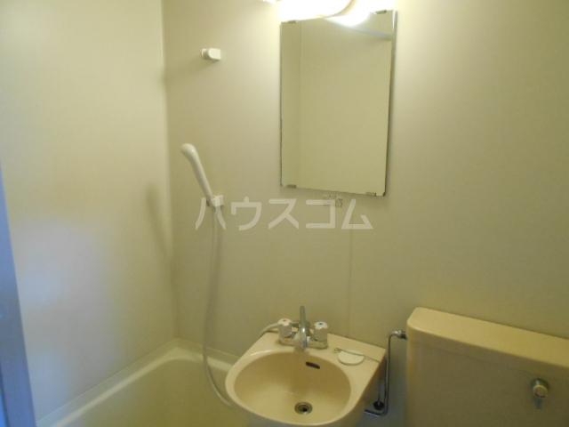 エスポワール鈴金 203号室の洗面所