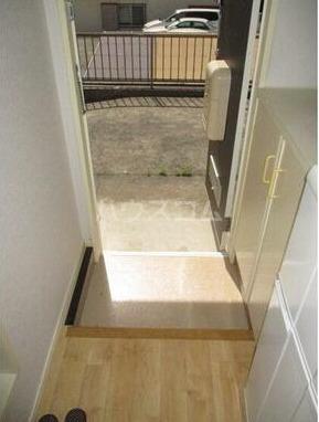ヴィラ鈴金 203号室の玄関