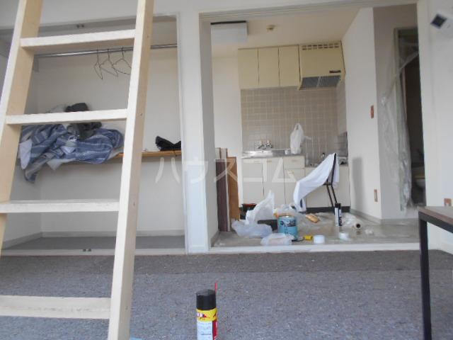 レジデンス東戸塚 201号室のリビング