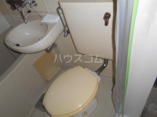 レジデンス東戸塚 201号室のトイレ