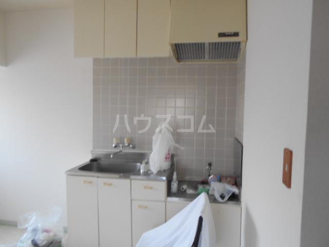 レジデンス東戸塚 201号室のキッチン
