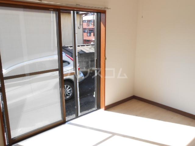 ハイツ・シーウェスト 102号室の居室