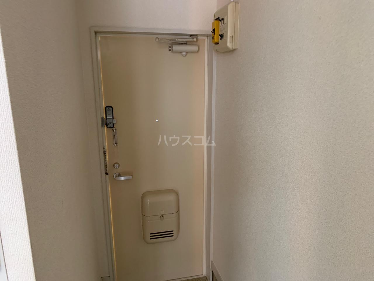 DSハウス 202号室の玄関