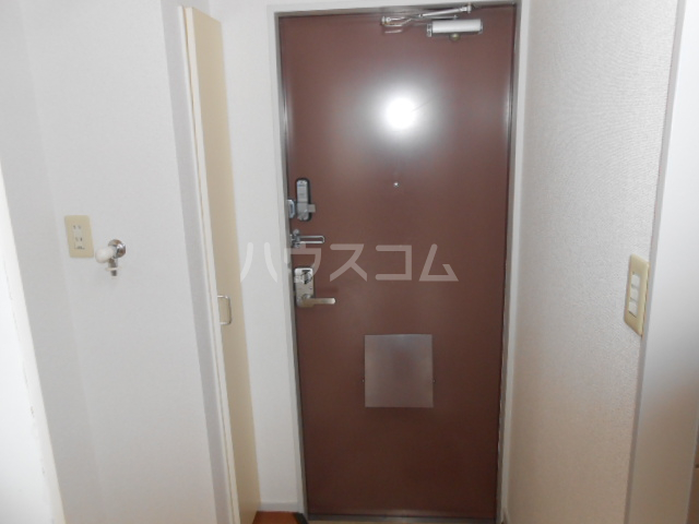 ピュア戸塚 203号室の玄関