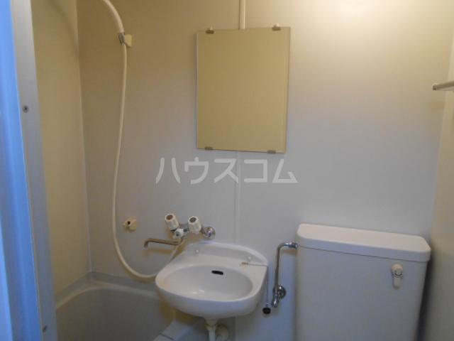 ピュア戸塚 203号室の洗面所