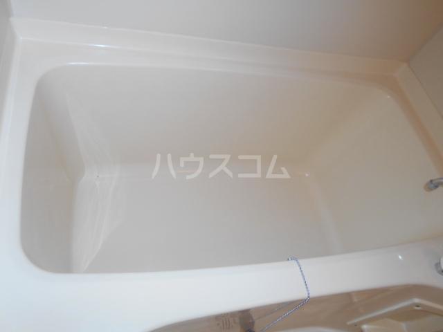 メゾンカワベ 401号室の風呂