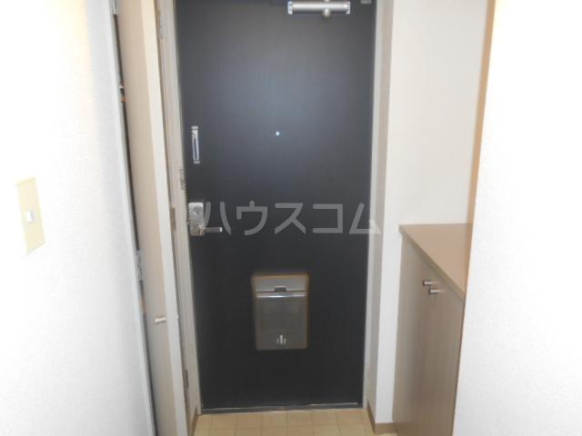 メゾンカワベ 401号室の玄関