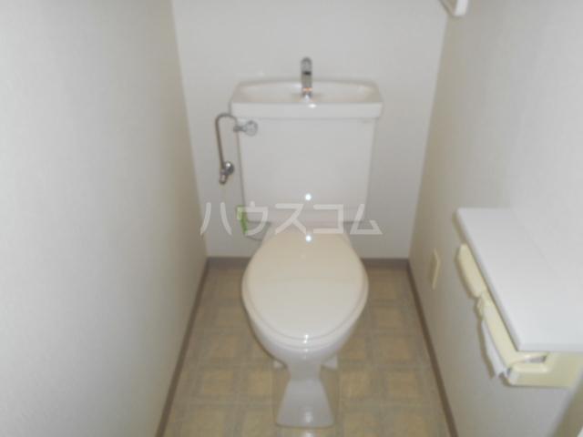 メゾンカワベ 401号室のトイレ