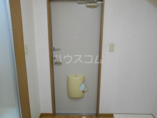 イーストヒル美濃 205号室の玄関