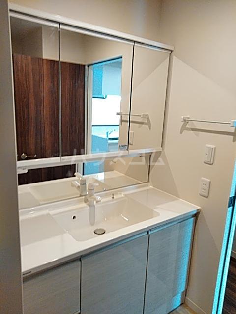 FRESCA 弥生台B 103号室の洗面所