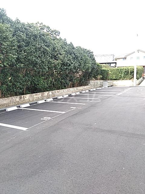 FRESCA 弥生台B 105号室の駐車場