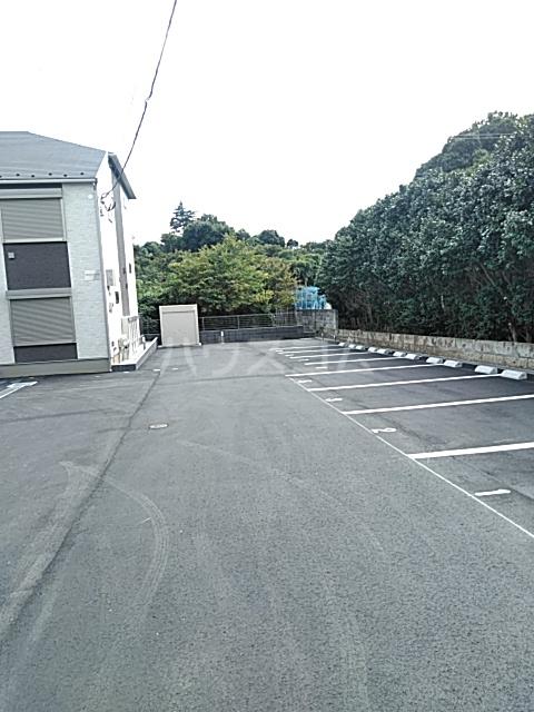 FRESCA 弥生台B 205号室の駐車場