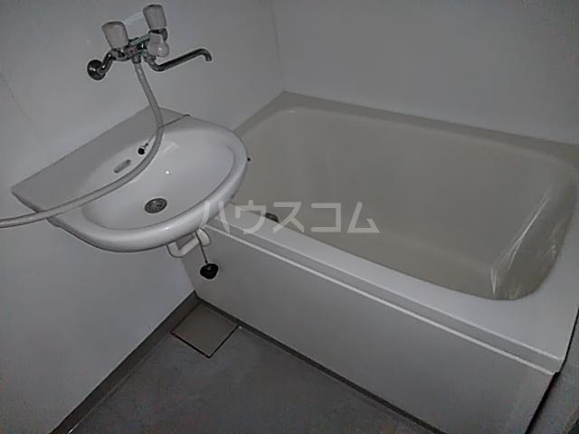 加賀美自動車ビル 202号室の風呂