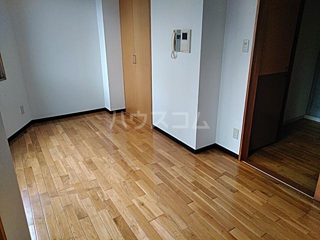 加賀美自動車ビル 202号室の居室