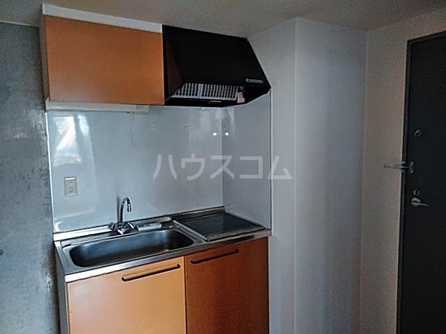 加賀美自動車ビル 202号室のキッチン