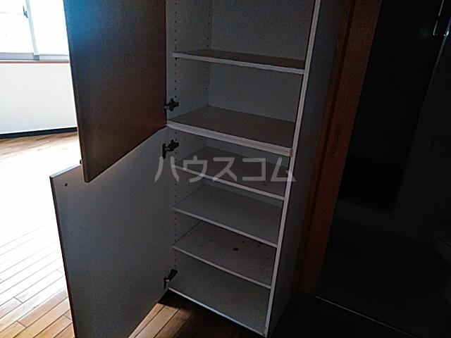 加賀美自動車ビル 202号室の収納