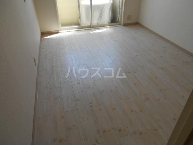 コーポ中川B棟 201号室のリビング