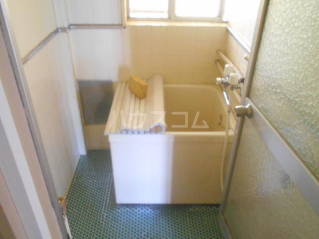 ニューサンシャインホリコシ 102号室の風呂