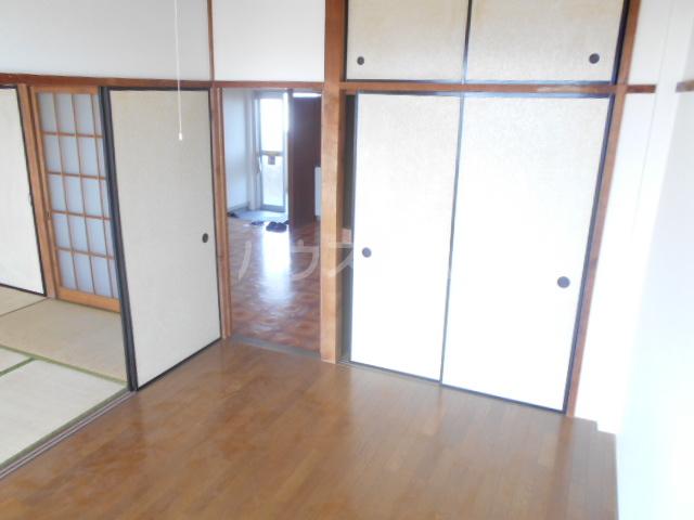 ニューサンシャインホリコシ 303号室のリビング