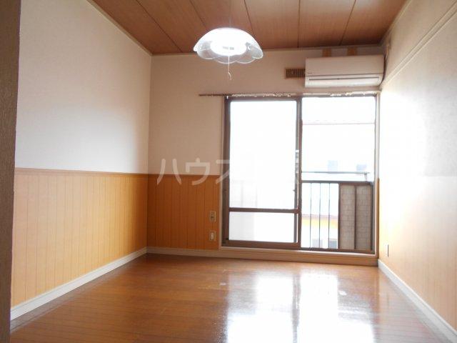 パナハイツヤマキA 202号室の居室