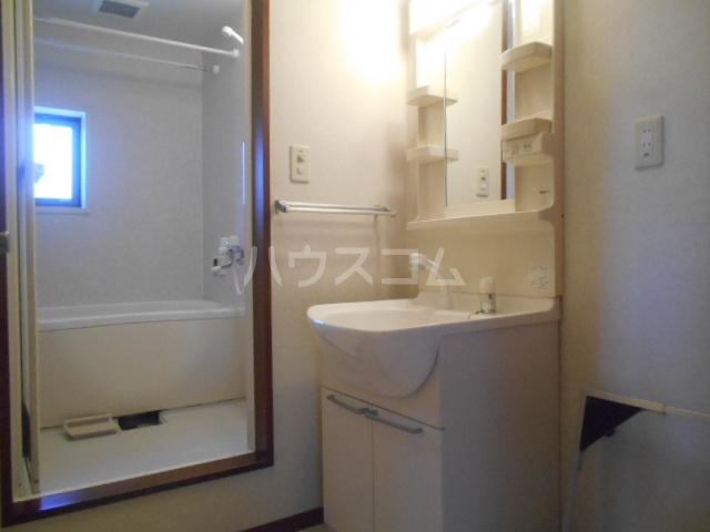 グランドルチェB 101号室の洗面所