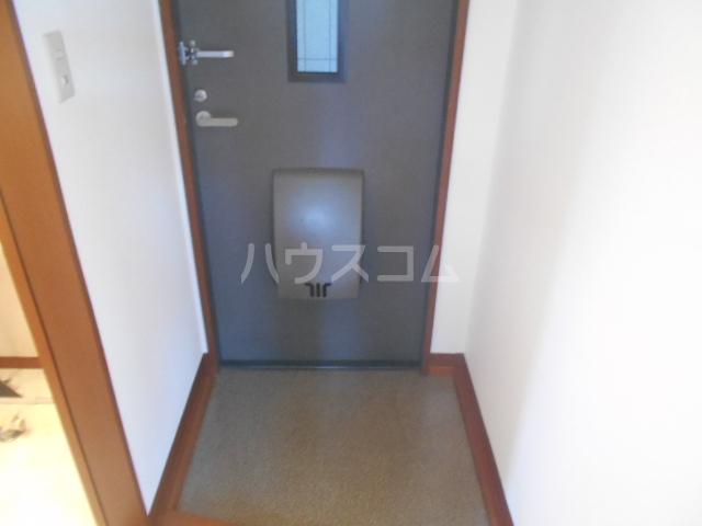 グランドルチェB 101号室の玄関
