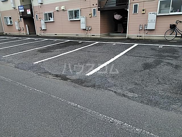 スカイコーポⅠ 202号室の駐車場