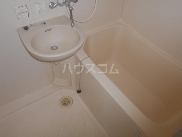 メゾン東矢島 201号室の風呂