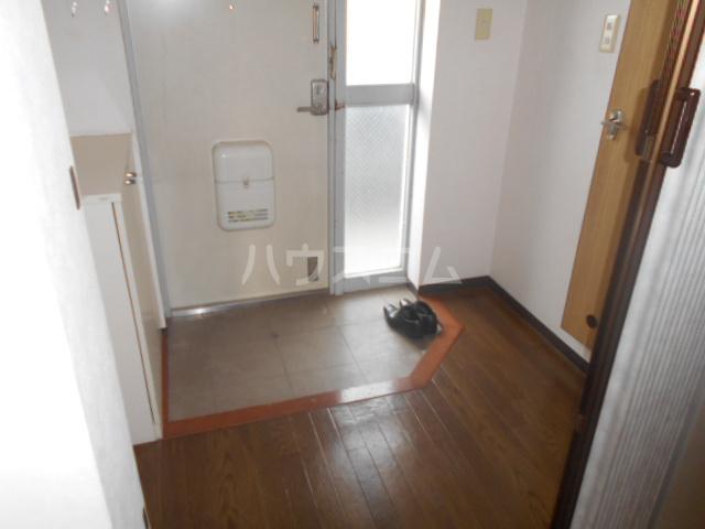 アーバン 105号室のエントランス