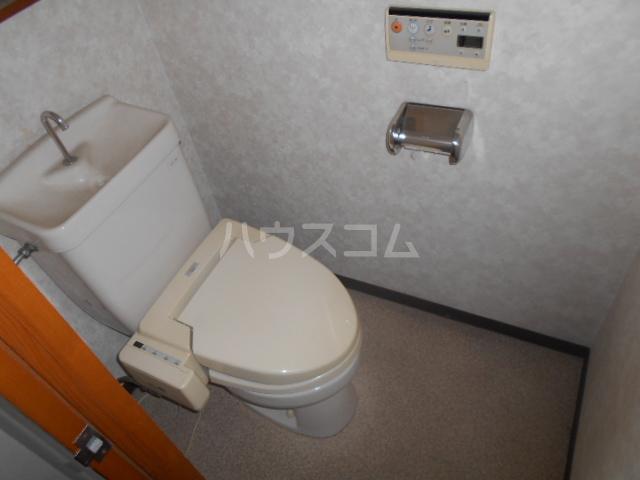 アーバン 105号室のトイレ