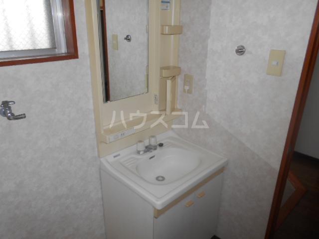 アーバン 105号室の洗面所