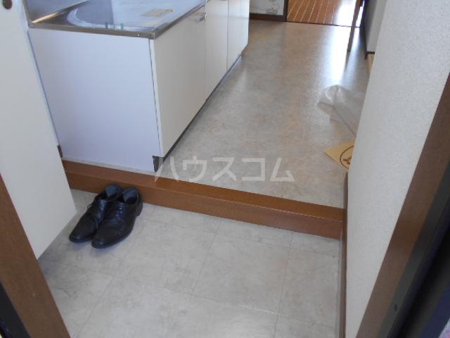 ピュアハイツ 202号室の玄関