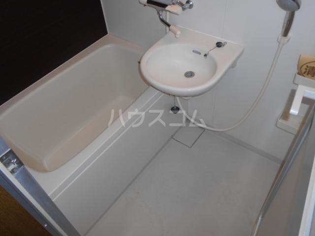 ピュアハイツ 202号室の風呂