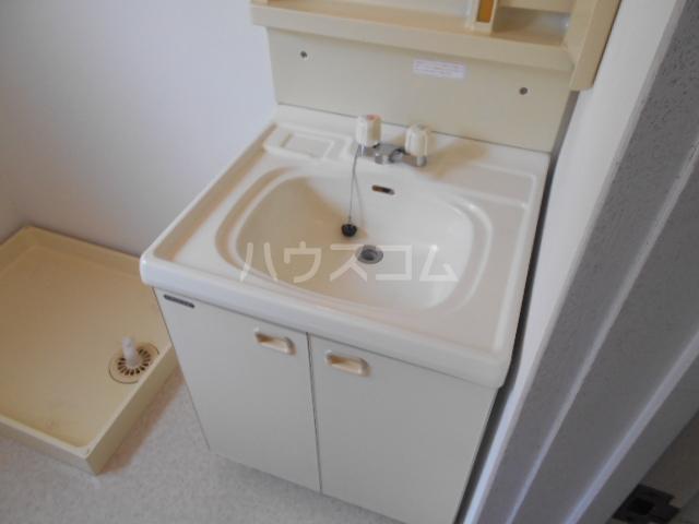 コンフォルトフミヤⅡ 103号室の洗面所